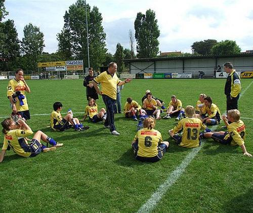 Voetbalclubs interculturaliseren. Participatieproject Antwerp City Pirates.
