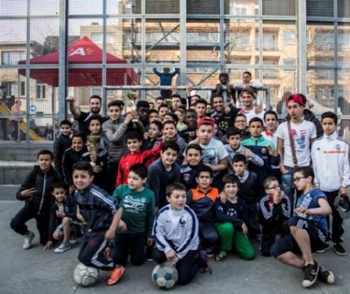De straatvoetballer-jeugdwerker als rolmodel