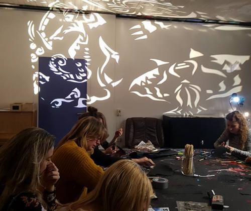 Art Without Bars brengt vorming rond Schaduwtheater